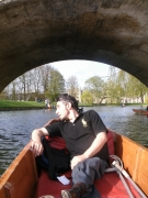 Punting-at-Cambridge-River,-UK
